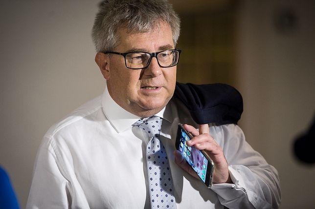 """Ryszard Czarnecki ogląda i komentuje nowe """"Ucho Prezesa"""""""