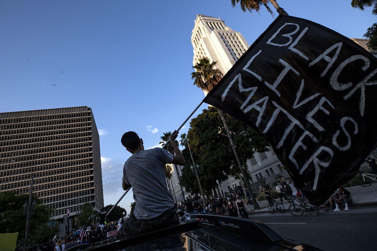 USA. Wojsko lata samolotami rozpoznawczymi nad protestującymi