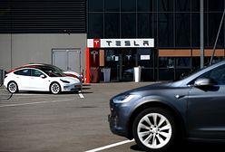 Samochody Tesla w końcu mogą jeździć w pełni autonomicznie, chociaż trzeba uważać