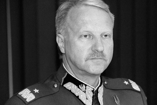Gen. Sławomir Petelicki na zdjęciu archiwalnym z 12.05.2000 r.