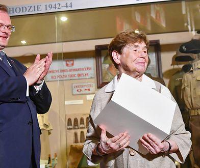 Jan Józef Kasprzyk wręczył doradczyni prezydenta Zofii Romaszewskiej odznaczenie nadane przez premiera