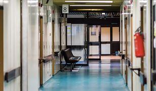 Pacjenci gubią się na pośród szpitalnych korytarzy