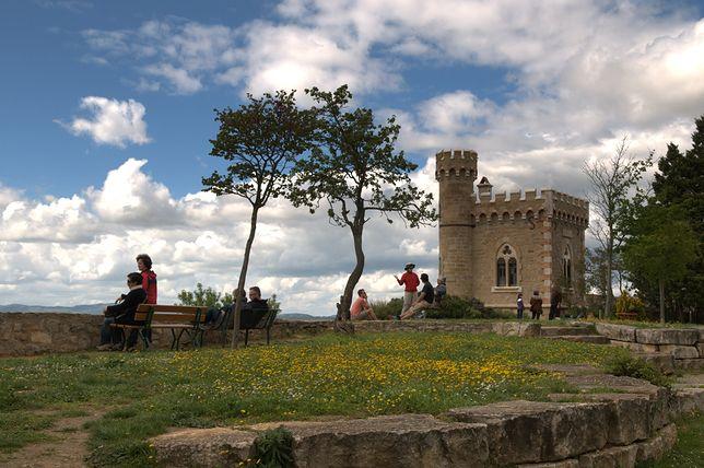 Wioska Rennes Le Château we Francji. Skrywa kościelne sekrety