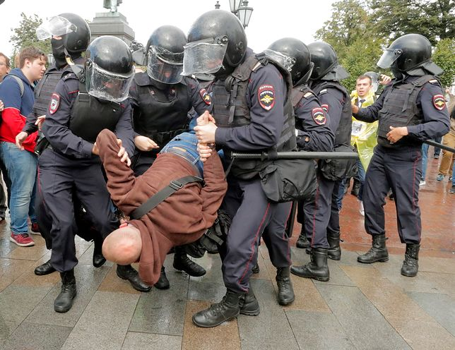 Moskwa. Blisko 400 osób zostało zatrzymanych podczas sobotnich protestów w stolicy
