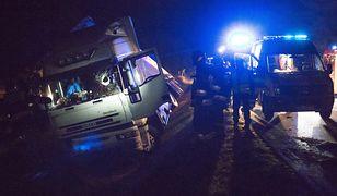 Poznań. Wypadek na S11. Ciężarówka wpadła do rowu (zdjęcie ilustracyjne).