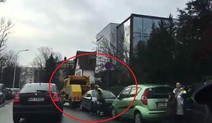 Straż miejska w akcji. Notorycznie odholowuje auta spod szpitala