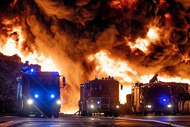 Pożar składowiska odpadów w Zgierzu