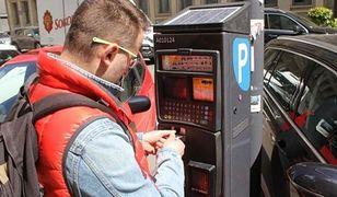 Podwyżki za parkowanie. Aktywiści mówią: TAK. Politycy: NIE. Problem aut pozostaje