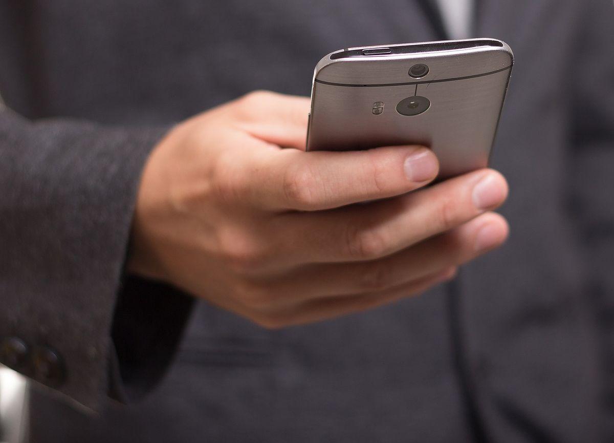 Brak opłat za roaming to ogromne straty dla telekomów. Jak to sobie odbiją?