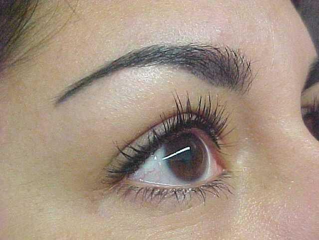 Kobieta z makijażem permanentnym