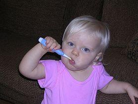 Dowiedz się, jak pomóc dziecku, gdy ząbkuje