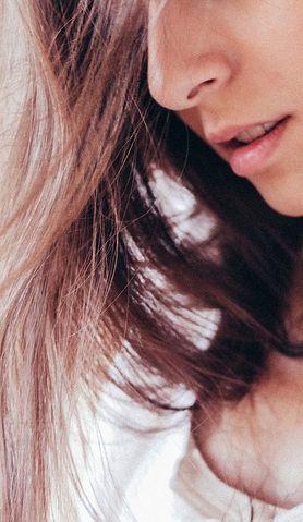 Czy można opóźnić siwienie włosów?