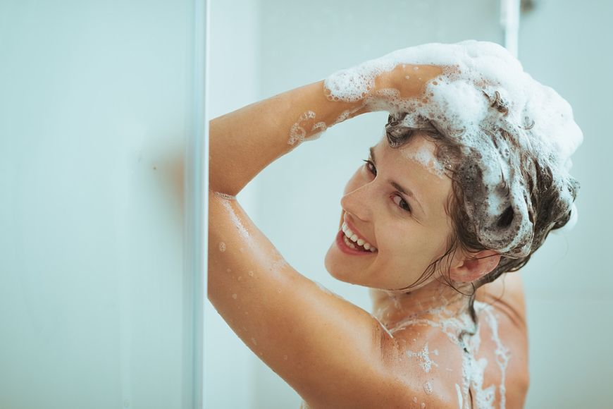 Rzadziej myj włosy