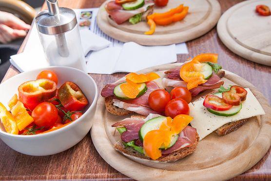 Czy wiesz, ile wynosi dzienne zapotrzebowanie kaloryczne? Dowiedz się, ile kalorii powinieneś jeść każdego dnia, aby skutecznie pozbyć się tkanki tłuszczowej