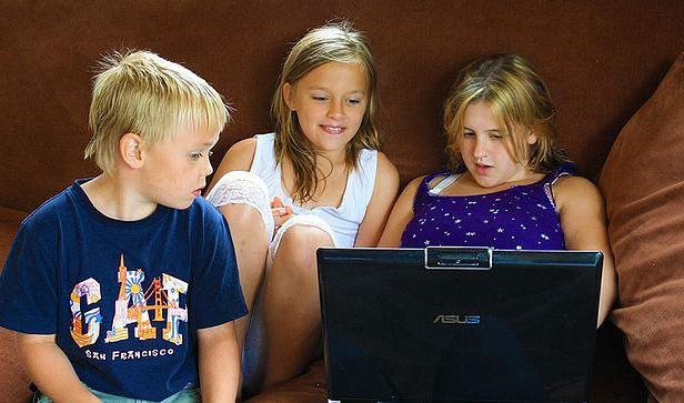 Dzieci grające w gry