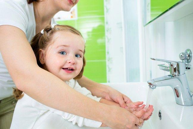 Zachęcaj dziecko do mycia rąk