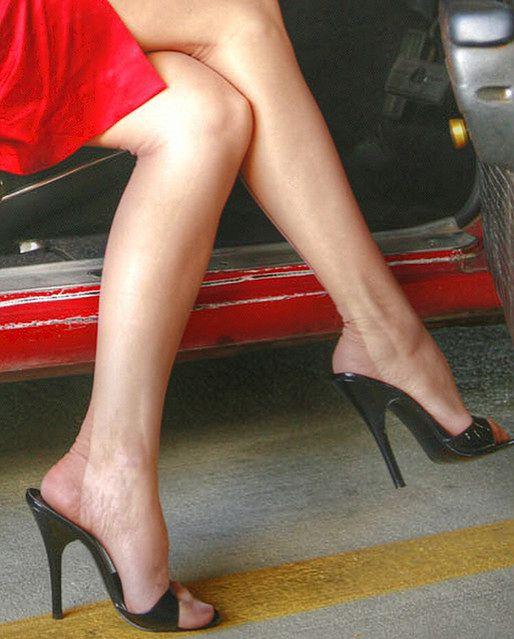Kobieta w szpilkach na wysokim obcasie