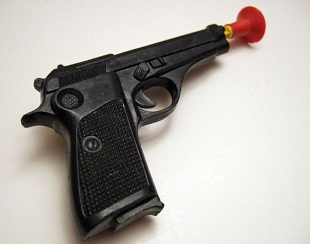 Zrezygnuj z zabawkowych pistoletów