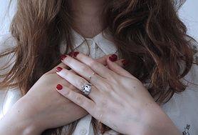 Dowiedz się, jak uniknąć bruzd na paznokciach