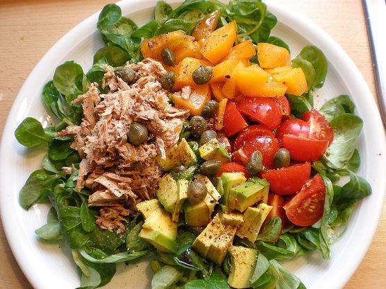 Sałatki są pyszne i bardzo zdrowe, ale czy dobrym pomysłem jest oparcie na nich całej diety?