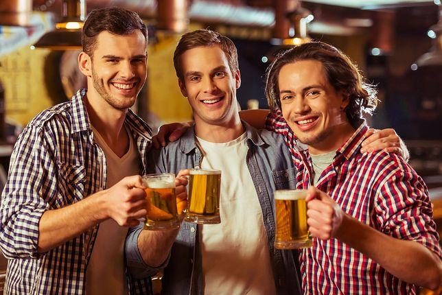 Męska przyjaźń wymaga piwa, a kobieca telefonu