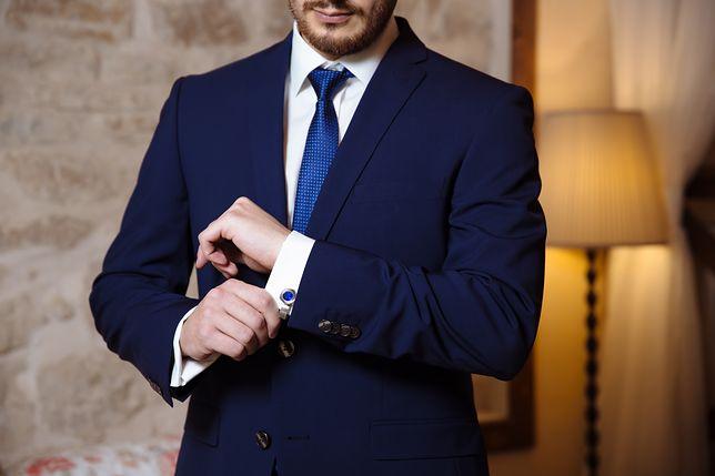 Modne spinki do mankietów to obowiązkowy dodatek każdego mężczyzny