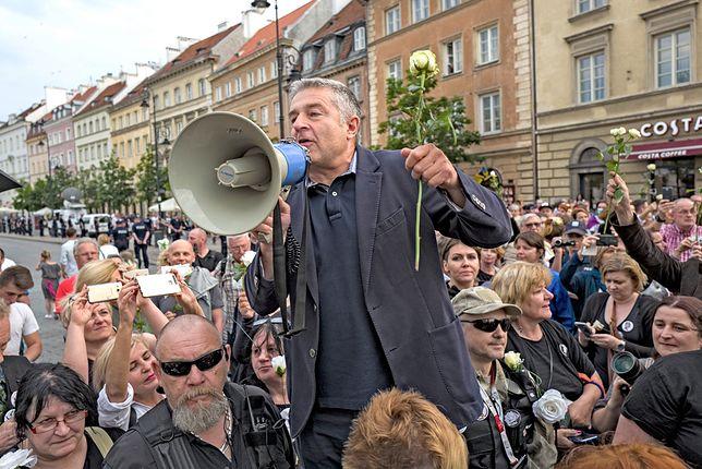Władysław Frasyniuk wśród ludzi, którzy próbowali zablokować miesięcznicę