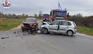 W Dęblinie na jednej z ulic zderzyły się dwa pojazdy osobowe.