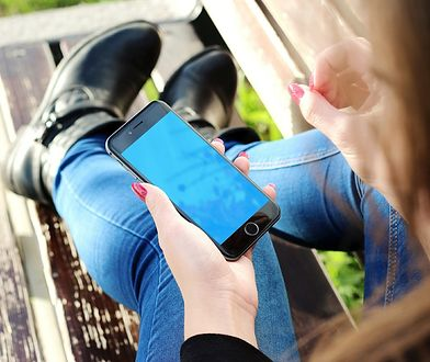 Rośnie pokolenie fonoholików. Co dziesiąty nastolatek nie rozstaje się z telefonem