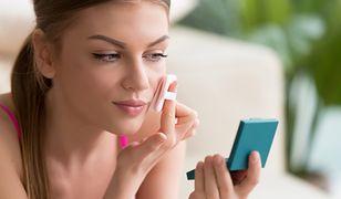 Makijaż dzienny podkreśla i wydobywa z kobiet ich naturalne piękno.