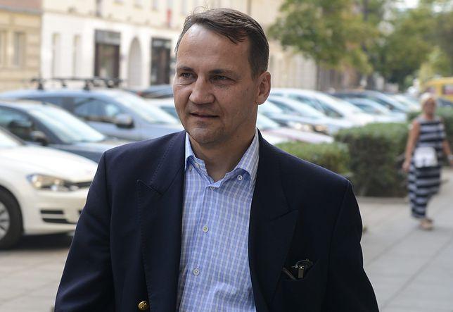 Radosław Sikorski o katastrofie smoleńskiej: stałem nad dymiącym wrakiem i palącymi się jeszcze szczątkami samolotu