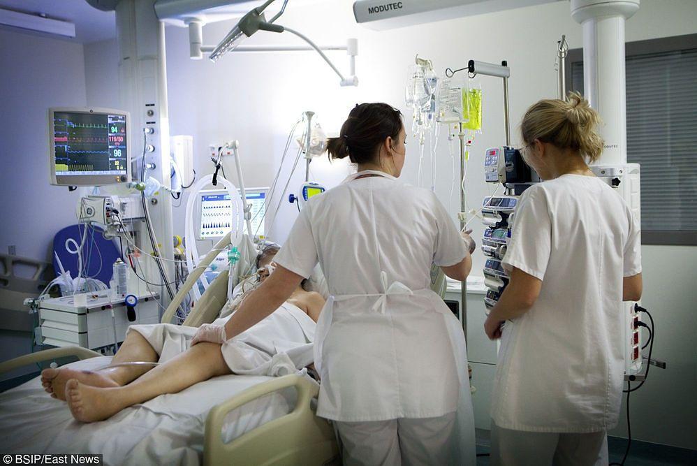 Deficyt pielęgniarek i sztywne ministerialne reguły to mniej łóżek w szpitalach