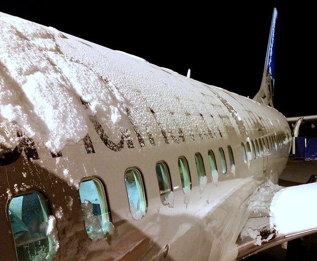 Kilka centymetrów śniegu sparaliżowało lotnisko Stansted.