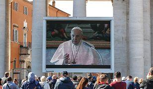 Papież Franciszek modlilł się za chorych. Tym razem nie pojawił się w południe w oknie