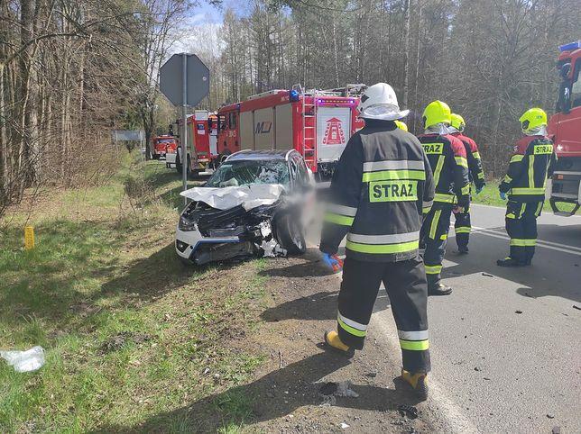 Wypadek pod Olsztynem. Zderzenie aut z 10 osobami, wśród nich niemowlę
