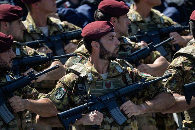 Neapol w szponach kamorry. Włoski rząd wysyła wojsko na ulice, by poskromić mafijne klany
