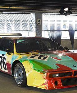 NAJSZYBSZE DZIEŁA SZTUKI NA ŚWIECIE: PLENEROWA WYSTAWA BMW ART CARS W WARSZAWIE