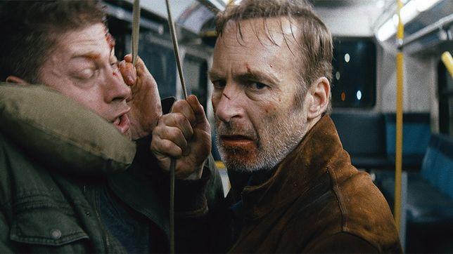"""Kadr z filmu """"Nikt"""" z Bobem Odenkirkem"""