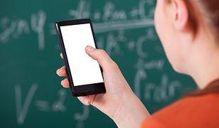 Francja rozszerza zakaz korzystania z telefonów przez uczniów