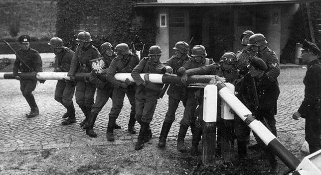 Niemieccy żołnierze forsujący granicę z Polską 1 września 1939 roku