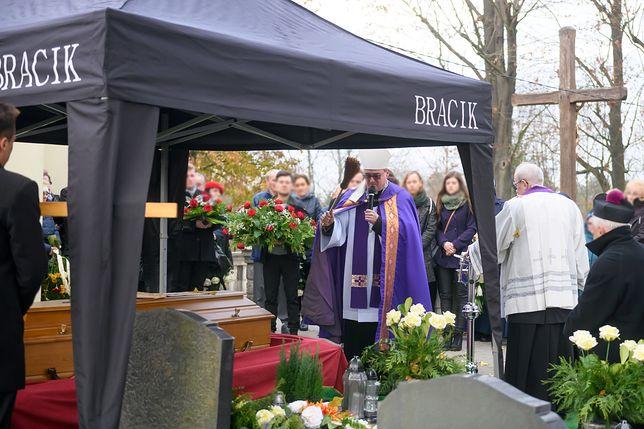 Abp Juliusz Paetz został pochowany w poniedziałek na cmentarzu parafialnym św. Antoniego na Starołęce w Poznaniu