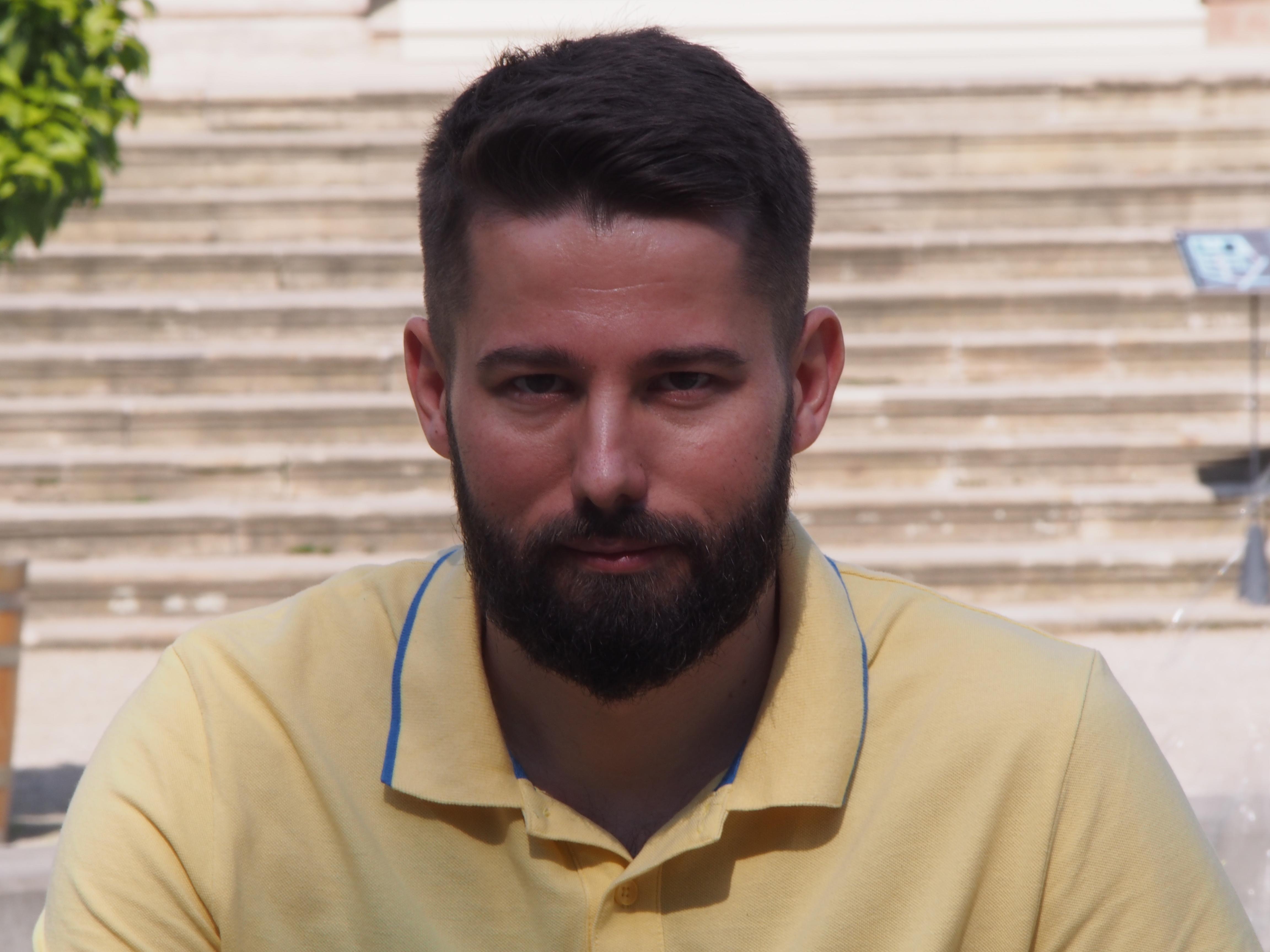 4bbca6f4f8 W dniu zaginięcia mężczyzna ubrany był w jasno-różową koszulę w ciemniejsze  kropki