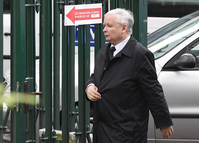 Jarosław Kaczyński ma problemy z kolanem