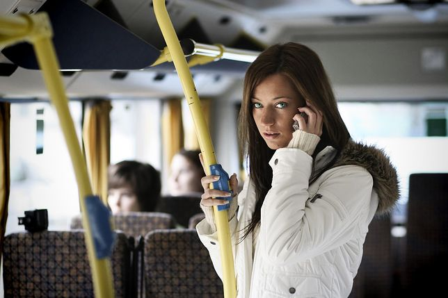 Kim jest dziewczyna z autobusu?