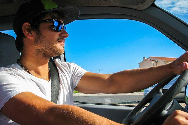 Zagraniczne wyjazdy. GDDKiA przypomina kierowcom o panujących zasadach na drogach za granicą
