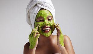 Domowa maseczka oczyszczająca to szybki i tani sposób na nawilżenie i regenerację skóry.