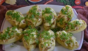 Pieczone ziemniaki z młodą kapustą