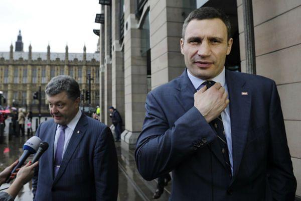 Petro Poroszenko (z lewej) i Witalij Kliczko