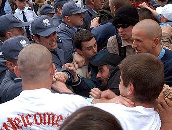 Przepychanek między policjantami, a przeciwnikami homoseksualistów