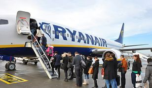 """7 godzin w samolocie bez jedzenia i picia. Ryanair """"uwięził"""" pasażerów"""